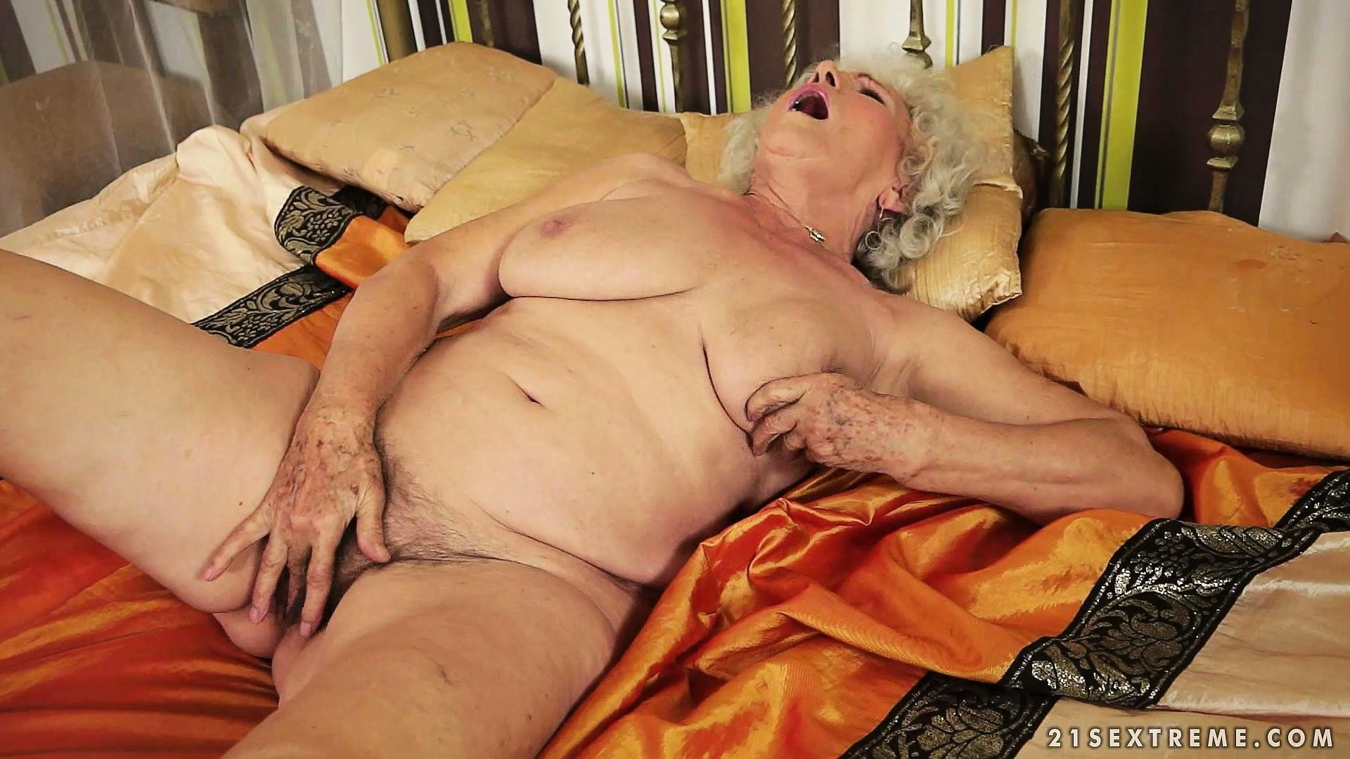 starie-zhenshini-masturbiruyut